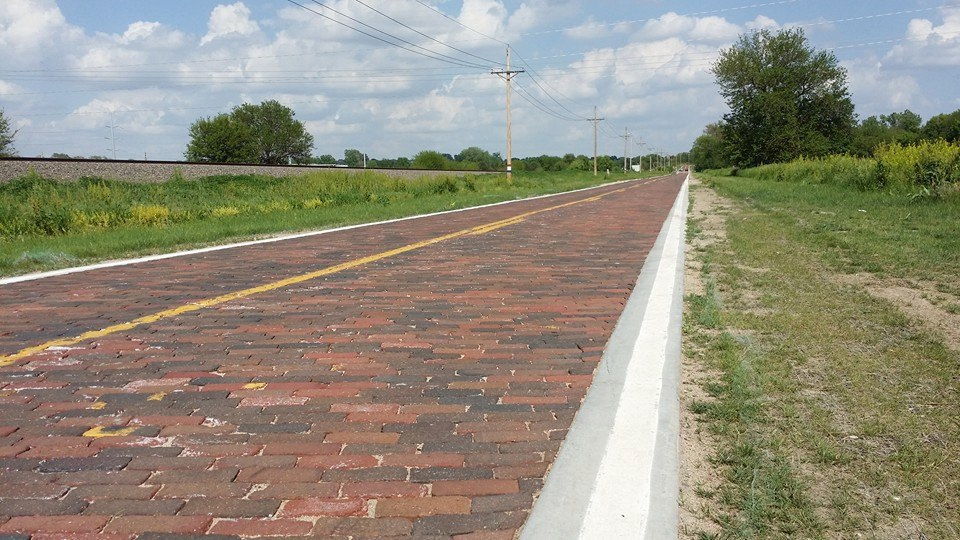 elkhorn-lincoln-highway-brick-road
