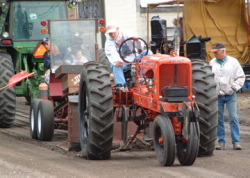 Antique-Tractor-Pull